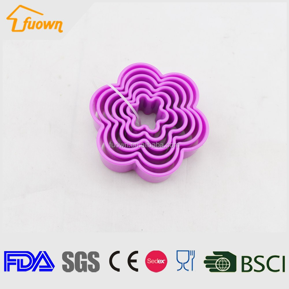 Flower shaped plastic cake mold