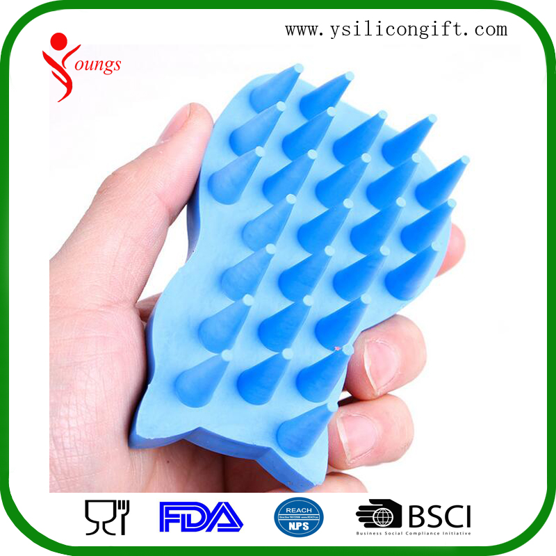 Attractive design rubber dog pet brush, pet brush silicon for hair carding