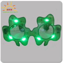 Hot sale plastic LED flashing shamrock sunglasses for party items