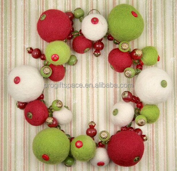 2017 new hot sales China balls shape craft hanging ornaments wholesale home door decoration felt cheap Christmas wreath garland
