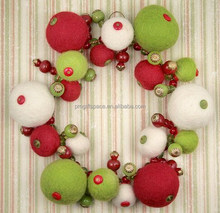 2018 new hot sales China balls shape craft hanging ornaments wholesale home door decoration felt cheap Christmas wreath garland