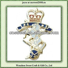 crown and horse pattern custom hard enamel lapel pins/badges for decoration