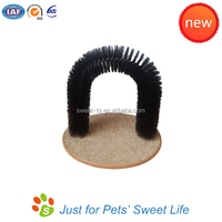 High Quality Cat Grooming Brush Cheap Arch Self-Grooming Cat Toy in Black
