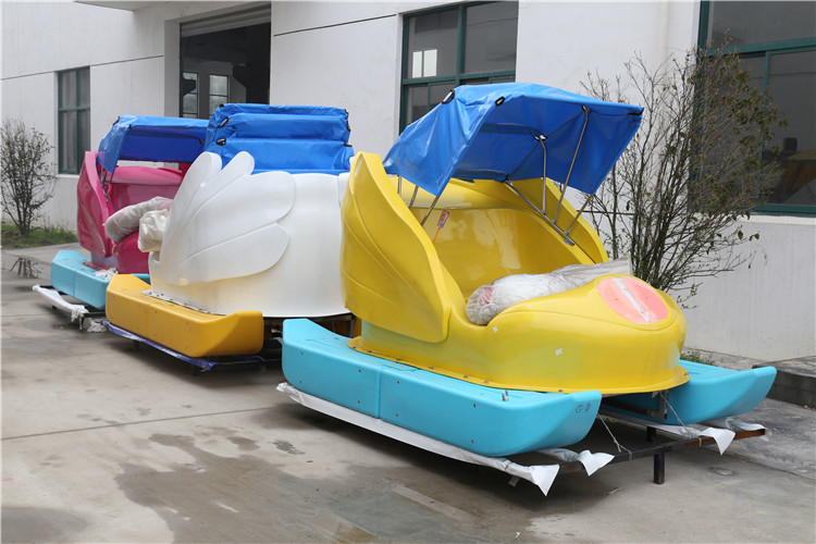 Fwulong cheap paddleboat pedal power boats,pedal boat with slide for sale