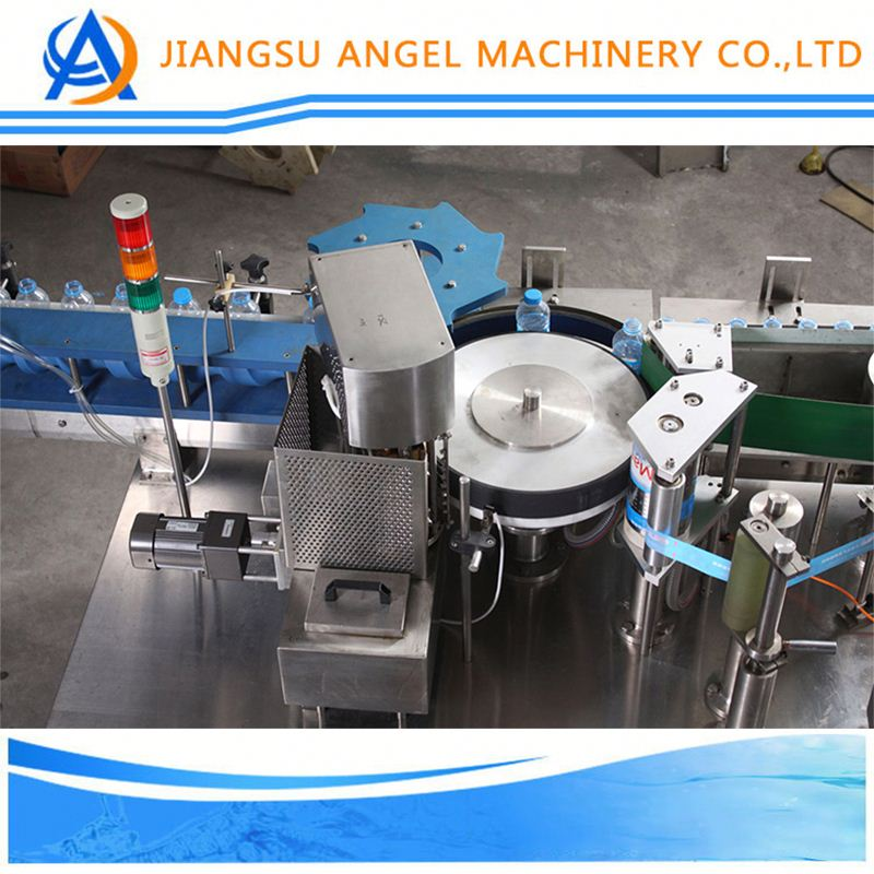Fixed-point automatic labeling machine for round bottle