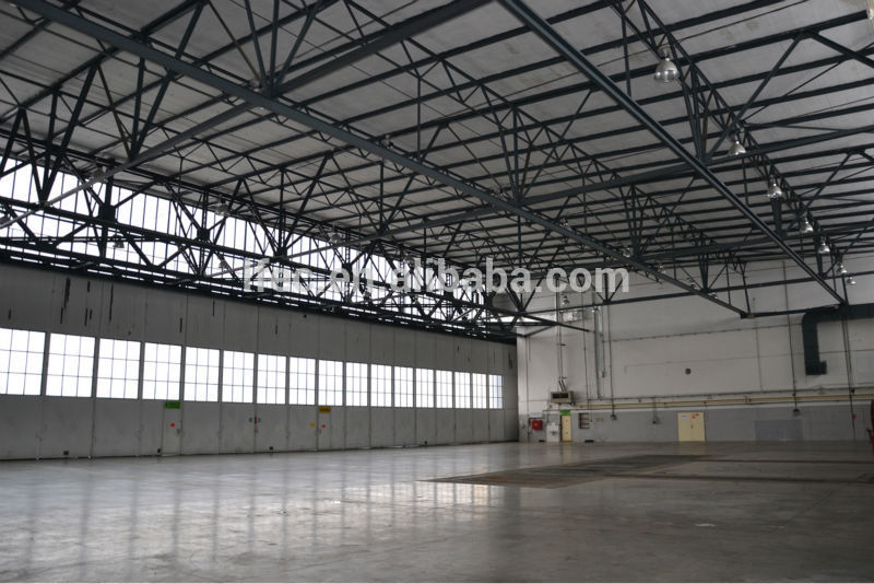 Galvanized steel hangar building with roof truss