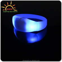 2017 factory price promotion Sound Activated And Vibrating Glow In The Dark Led Bracelet for party/club/bar/christmas
