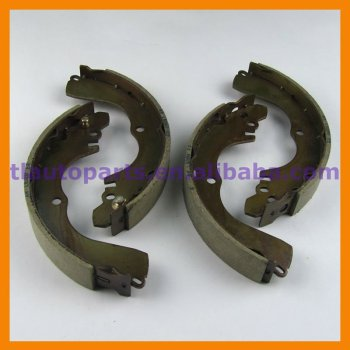 Rear Brake Shoes Set For Mitsubishi Pajero IO H66 H76 H77 Outlander CU2 CU5 MR476000