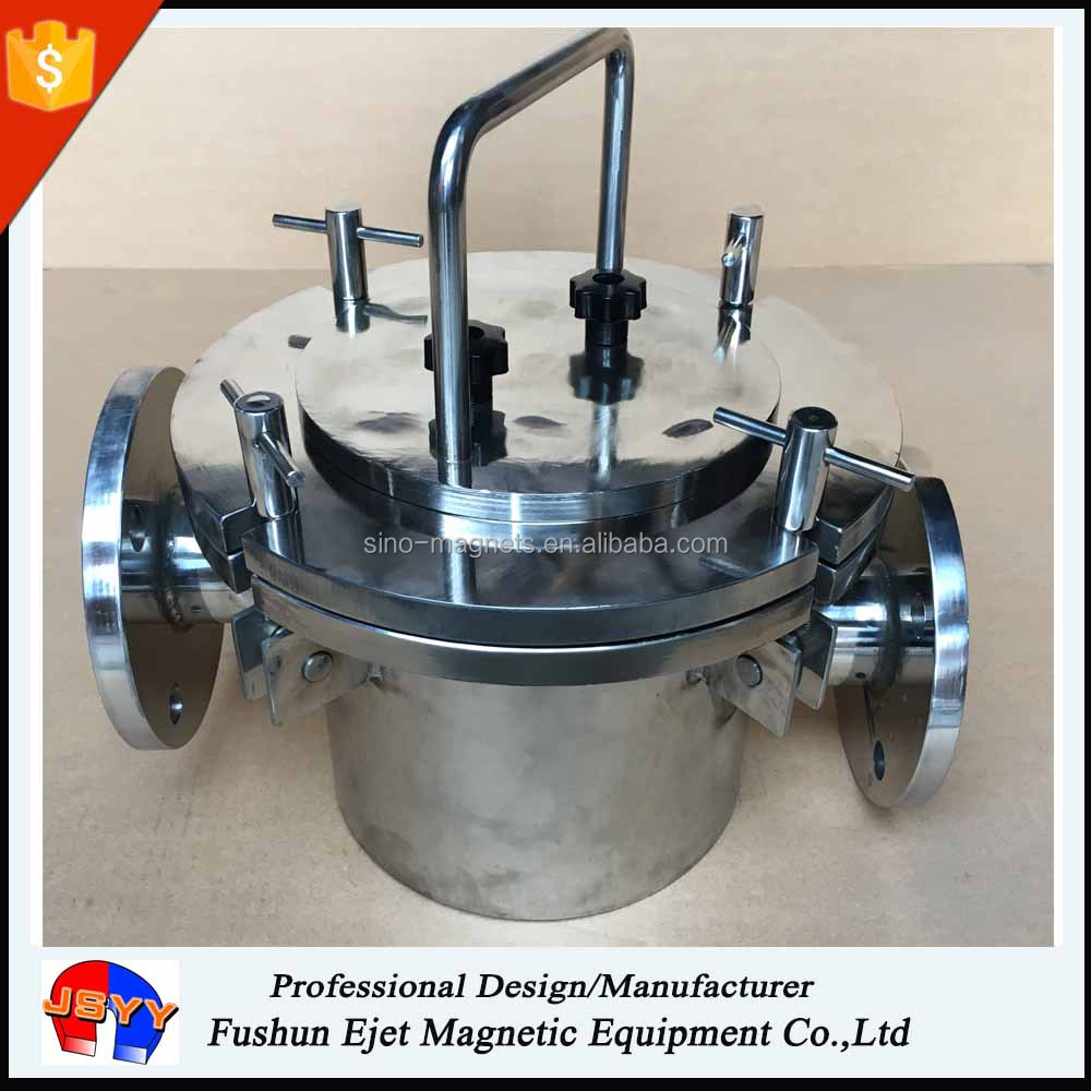 Liquid magnetic traps filter for ferrous extraction