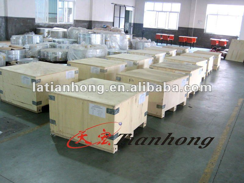 Tray packaging polyester tape
