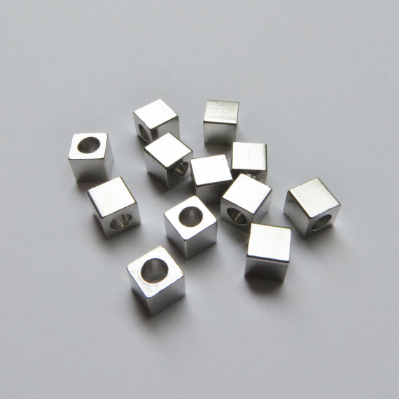 Wholesale fashion jewelry 5mm silver plated blank metal cube beads