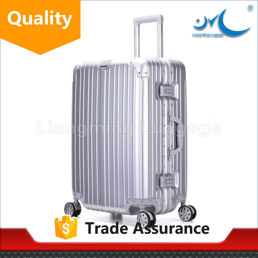 men and woman's 4 wheels hard side travel luggage