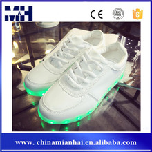 Hot sale quality unisex charging fashion shoes with LED sole
