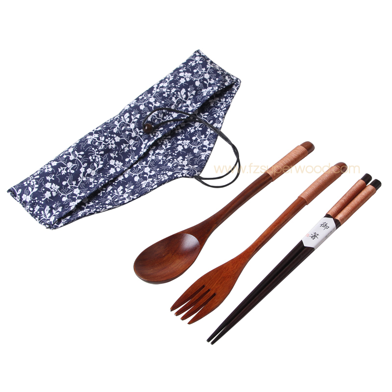 2019 Organic wood portable travel wooden cutlery <strong>set</strong> with carrying pouch