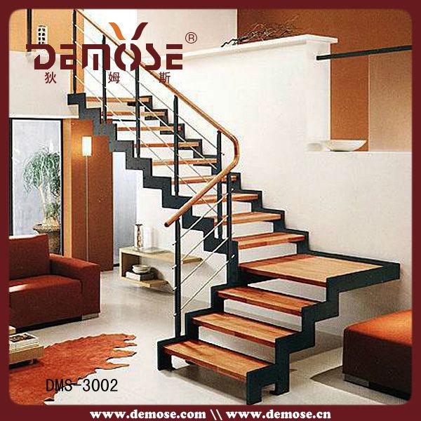 Interior de hierro fundido y la escalera de madera for Como construir una escalera de hierro y madera