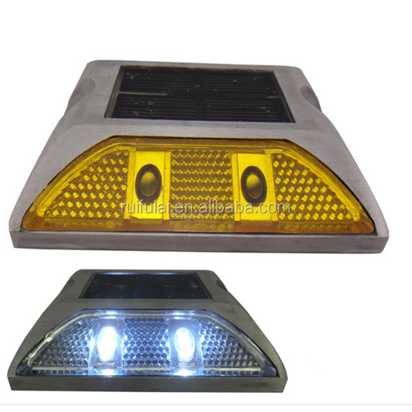 High luminance solar powered highway road reflector