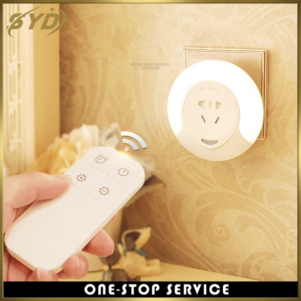 2018Light control and energy saving night light five port socket led night light