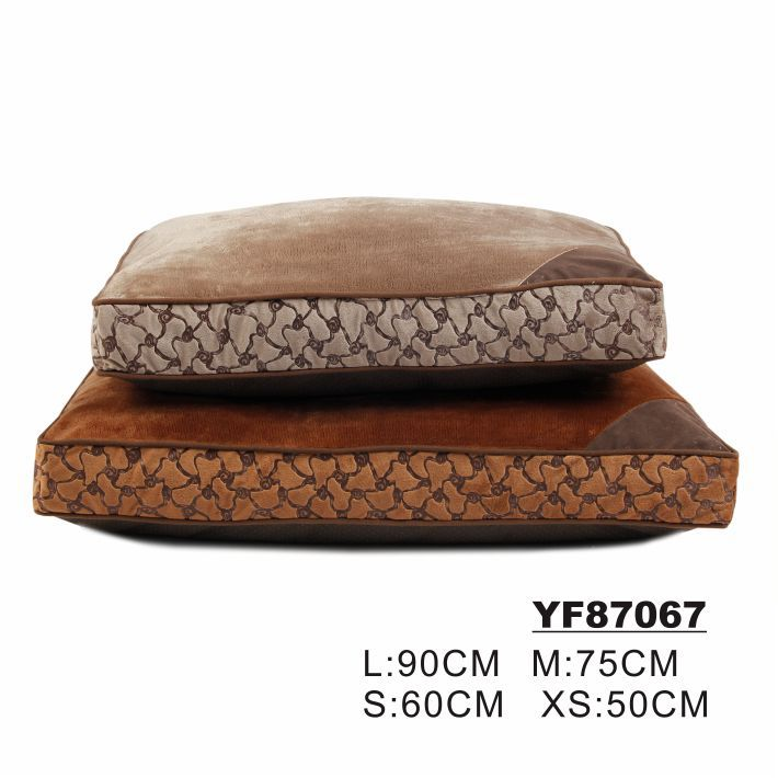Embossed Pattern Super Soft Self Warming Dog Beds for Large Dogs