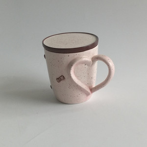 Special heart shape handle porcelain embossing bow design pink coffee cups mugs with lid