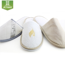 Disposable slippers for hotel shower room with ANTI-SLIP sole