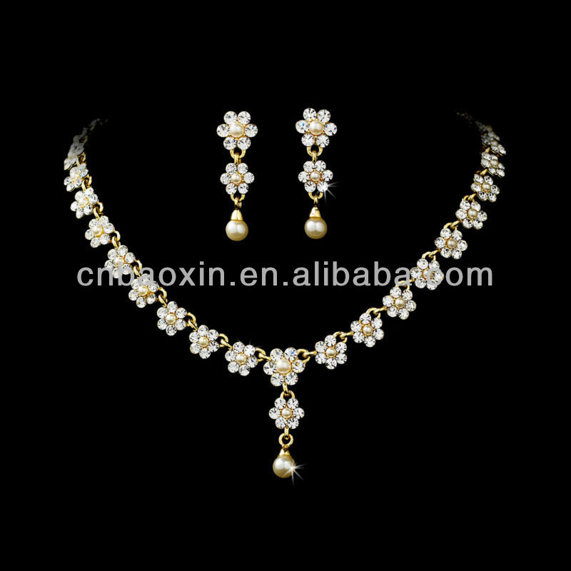 Fashion crystal freshwater pearl necklace and earrings