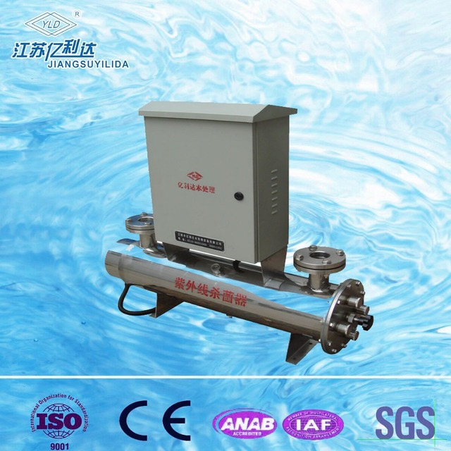 UV lamp sterilization system for water treatment with cleaning device