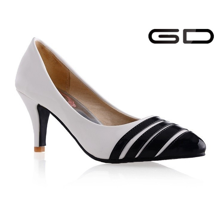 High heel pointed toe patent leather lady office shoe black and white