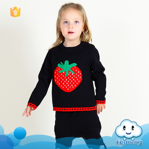 2016 Wholesale hand knit baby sweater baby sweater embroidery design strawberry fancy design girls sweater