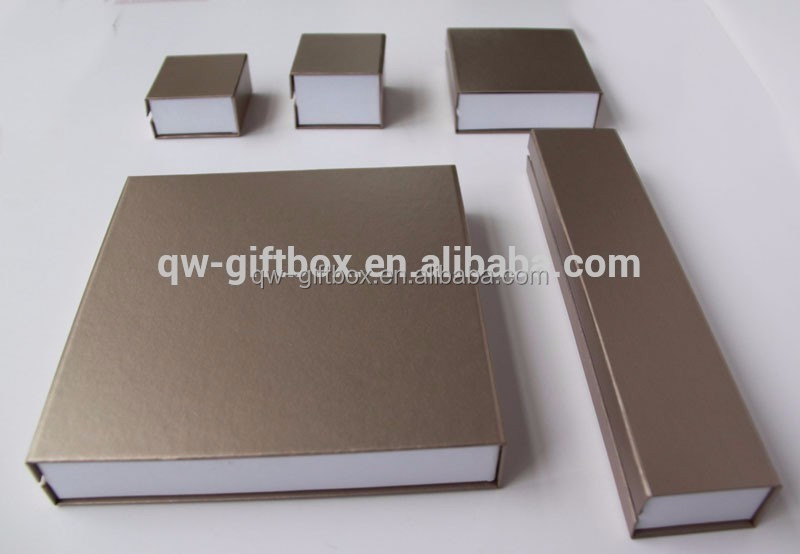 foldable luxury embossed shoes paper box with logo