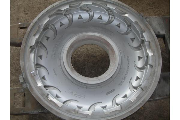 Industrial heavy Forklift tyre mould , Wheeled Armored Wheeled APCs