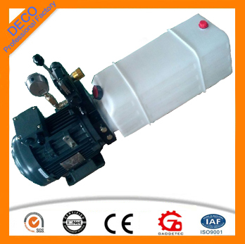 Light DC hydraulic power pack with plastic oil tank