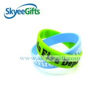 2015 Cheap promotional colorful fashion custom logo wristband, debossed with filling color silicone for church