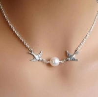 Europe simple elegant pair of Flying lovebirds short necklace pearl necklace