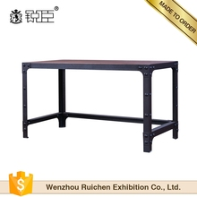 Customized retail modern nice looking clothing shop display table desktop table