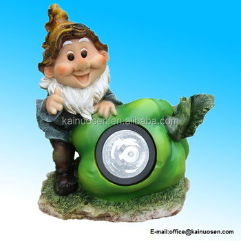 Polyresin Cute Gnome Sculpture with Green Pepper Solar Light