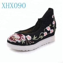 Comfortable and breathable shoes women round toe flower embroidery shoes flat pumps shoes