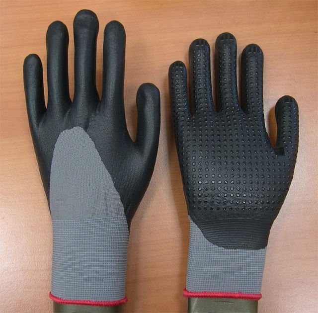 Nylon glove PU foam with PVC dots