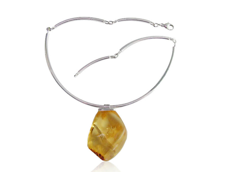 Handmade jewellery - necklace with amber