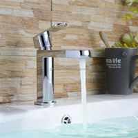 Single lever bathroom water dispenser tap