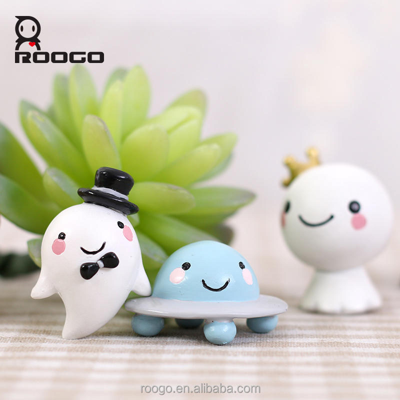 Roogo polyresin mini cute alien souvenir craft for children gifts