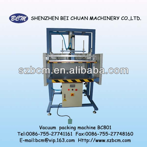 Vacuum pillow packing machine