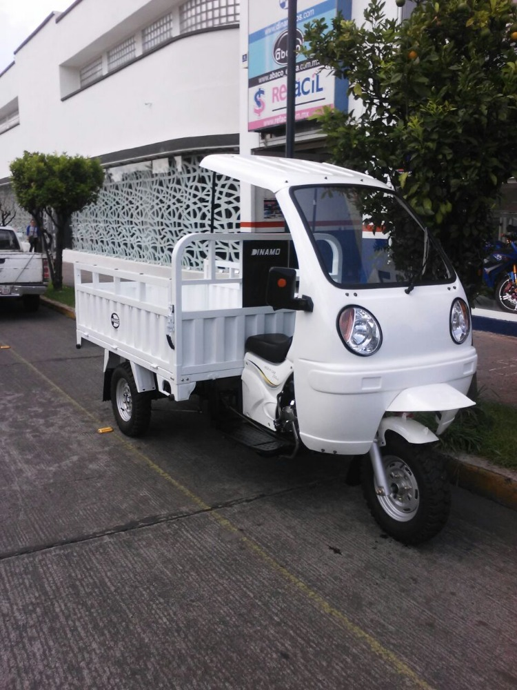 China hot sale 300cc /600cc heavy load motorized closed cabin truck tricycle/semi closed three wheel big motorcycle