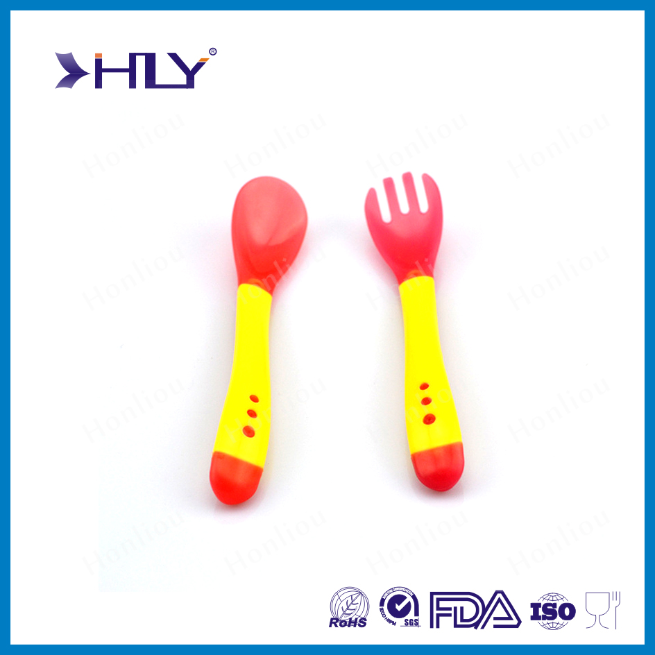 High quality 2 pieces silicone plastic baby spoon set, baby fork set, temperature sensing kid spoon and fork set.