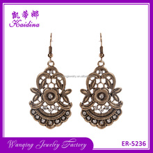 2017 new best selling unique delicate women rhinestone metal flower loop earring