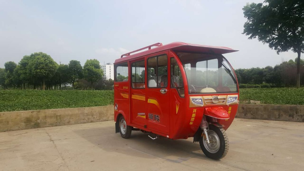 Tuktuk motorcycle/ Closed Cabin 5-6 Passenger taxi Tricycle/ best selling in Southeast Asain