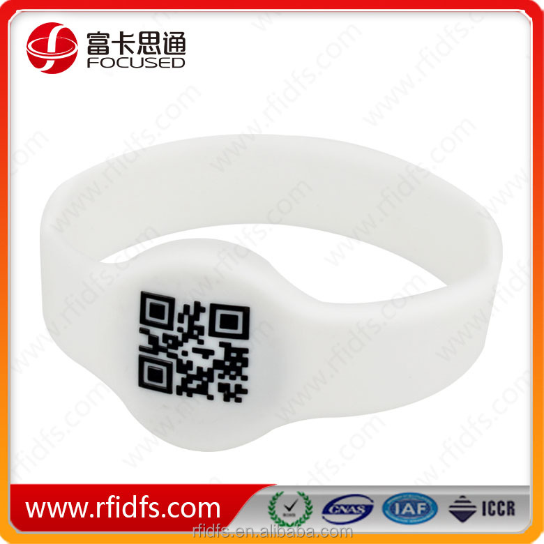 Reusable Cashless Payment RFID Silicone Wristband With QR Code