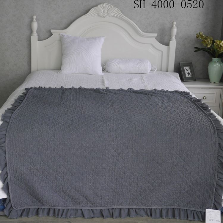 popular 288F brush microfiber stone washed embroidery quilt bed cover