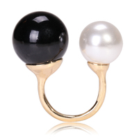 White and Black Pearl Fashion Jewelry Ring