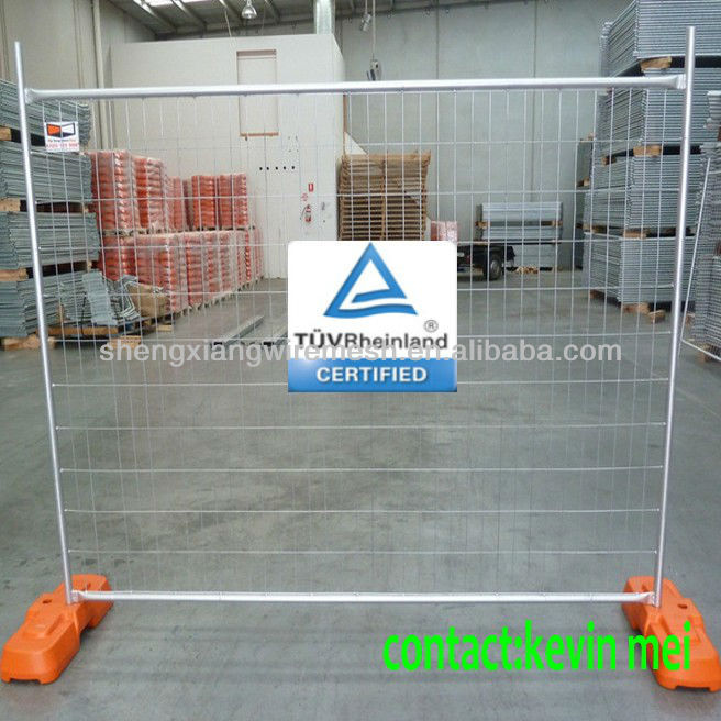 Hot-dipped galvanized Temp Fence panels with clamps and temporary feet
