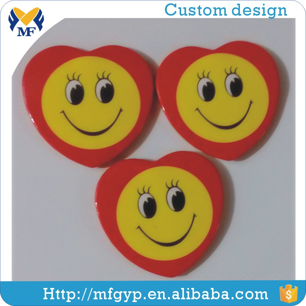 Factory directly sale heart shape smiley face badges